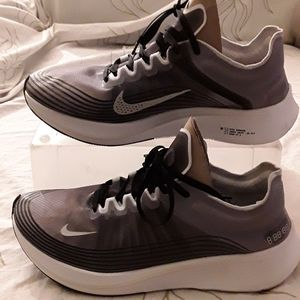 Nike Zoom Fly racing grey black sneaker